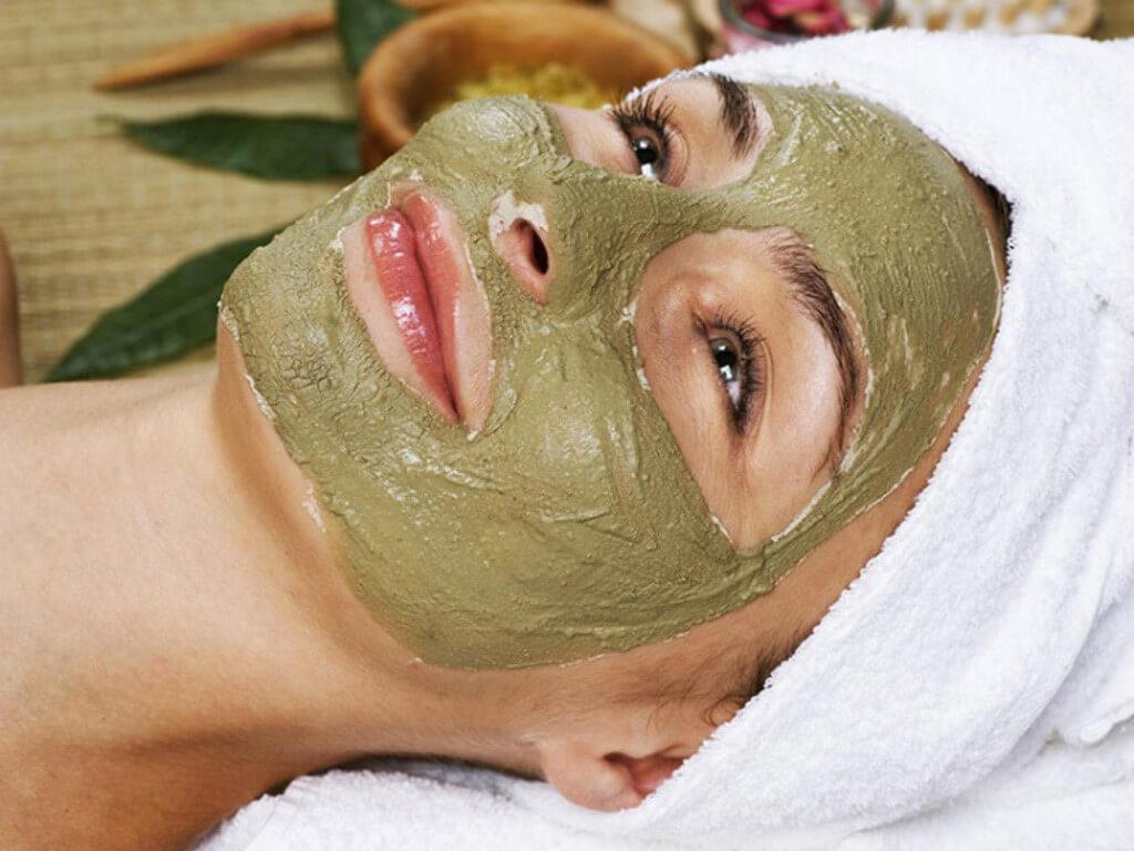 Mặt nạ đất sét giúp ức chế sự sản sinh dầu nhờn trên da