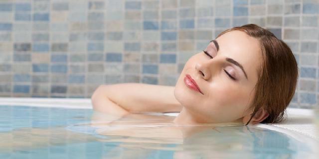 Ngâm người trong bồn nước khoảng 30 phút