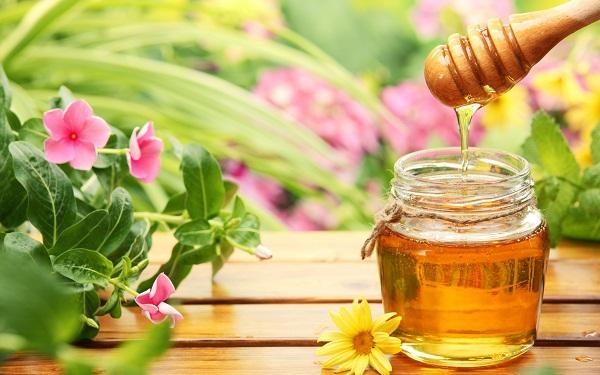 Trị mụn sau sinh an toàn hiệu quả với mật ong