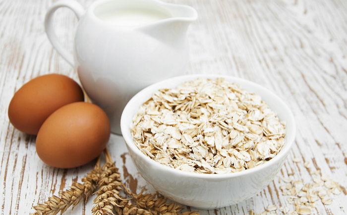 Mặt nạ bột yến mạch + sữa chua + lòng trắng trứng trị mụn hiệu quả