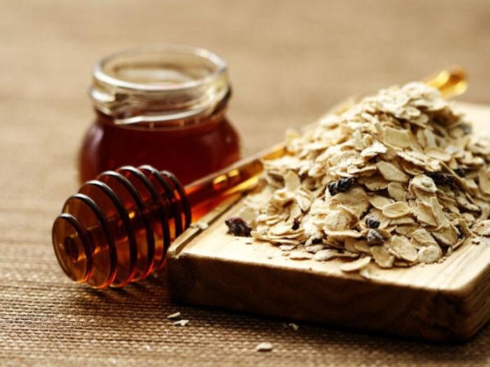 Mặt nạ hành tây kết hợp mật ong và bột yến mạch trị mụn nhanh chóng