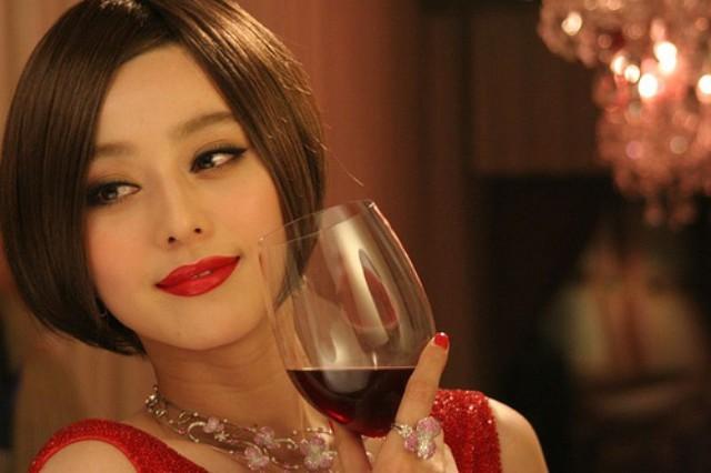 Rượu vang với tác dụng làm đẹp da, giữ cho da vẻ sáng bóng căng tràn sức sống