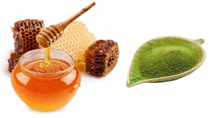 Sự kết hợp giữa mật ong và bột trà xanh sẽ đánh bay những nốt mụn cũ, ngăn ngừa mụn mới hình thành