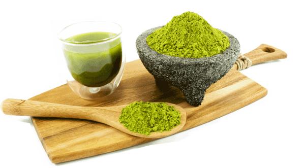 Chất catechin với hàm lượng lớn trong bột trà xanh có tác dụng tiêu diệt các loại vi khuẩn, loại bỏ các độc tố – nguyên nhân chính gây ra mụn