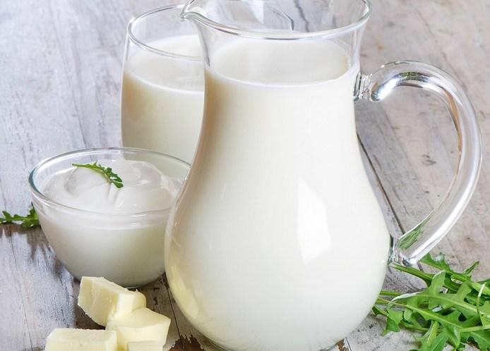 Sữa dê chứa hàm lượng vitamin, khoáng chất, protein phong phú có thể làm giảm nhếp nhăn, vết chân chim