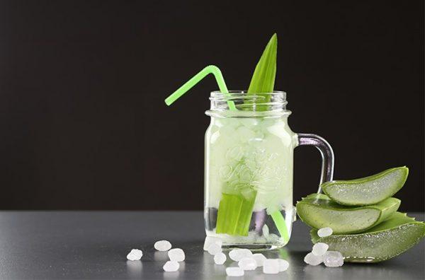 Kiên trì uống đều đặn hàng ngày sẽ cho hiệu quả trị mụn tốt hơn nhiều lần so với việc sử dụng mỹ phẩm đắt tiền.