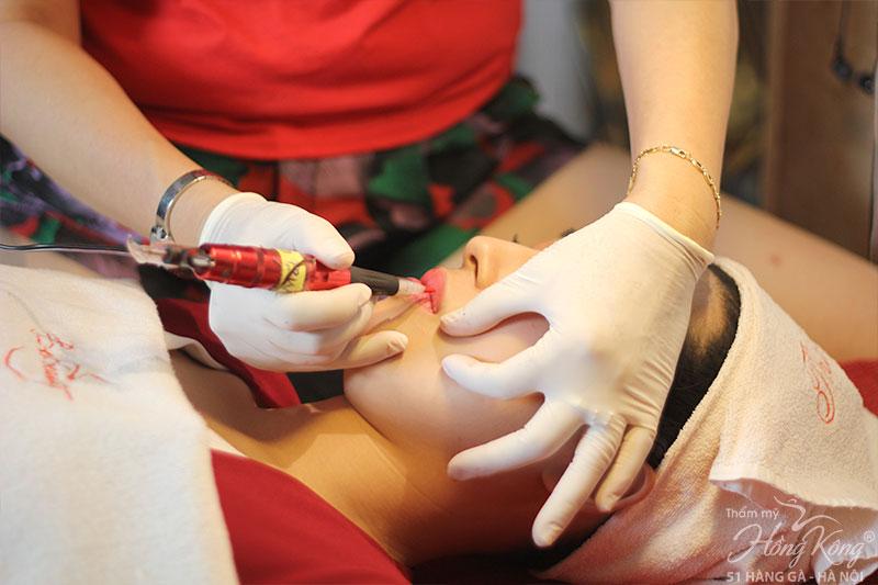 Phun xăm môi tại Thẩm mỹ Hồng Kông, 51 Hàng Gà đảm bảo thực hiện nhẹ nhàng, không đau.