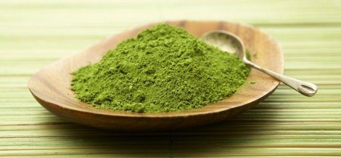 Chất catechin có trong bột trà xanh có khả năng tiêu diệt tất cả các loại vi khuẩn gây mụn, viêm sưng và loại bỏ độc tố.
