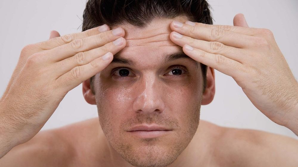 Không chỉ chị em phụ nữ, hiện nay nam giới cũng rất quan tâm đến các cách làm căng da mặt, cải thiện làn da lão hóa.