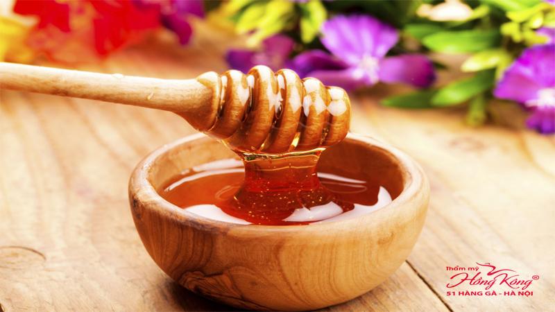 voi-ham-luong-vitamin-khoang-chat-phong-phu-cung-kha-nang-khang-khuan-cuc-cao-mat-ong-giup-mun-tu-tu-lan-di-ma-khong-de-lai-bat-ki-vet-seo-tham-nao